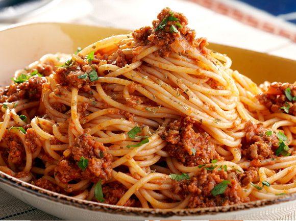 bolonské špagety s údeným tofu